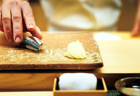 あの名店で腕を磨いた鮨職人の味を、1.5万円で味わえる!麻布十番で話題の鮨店