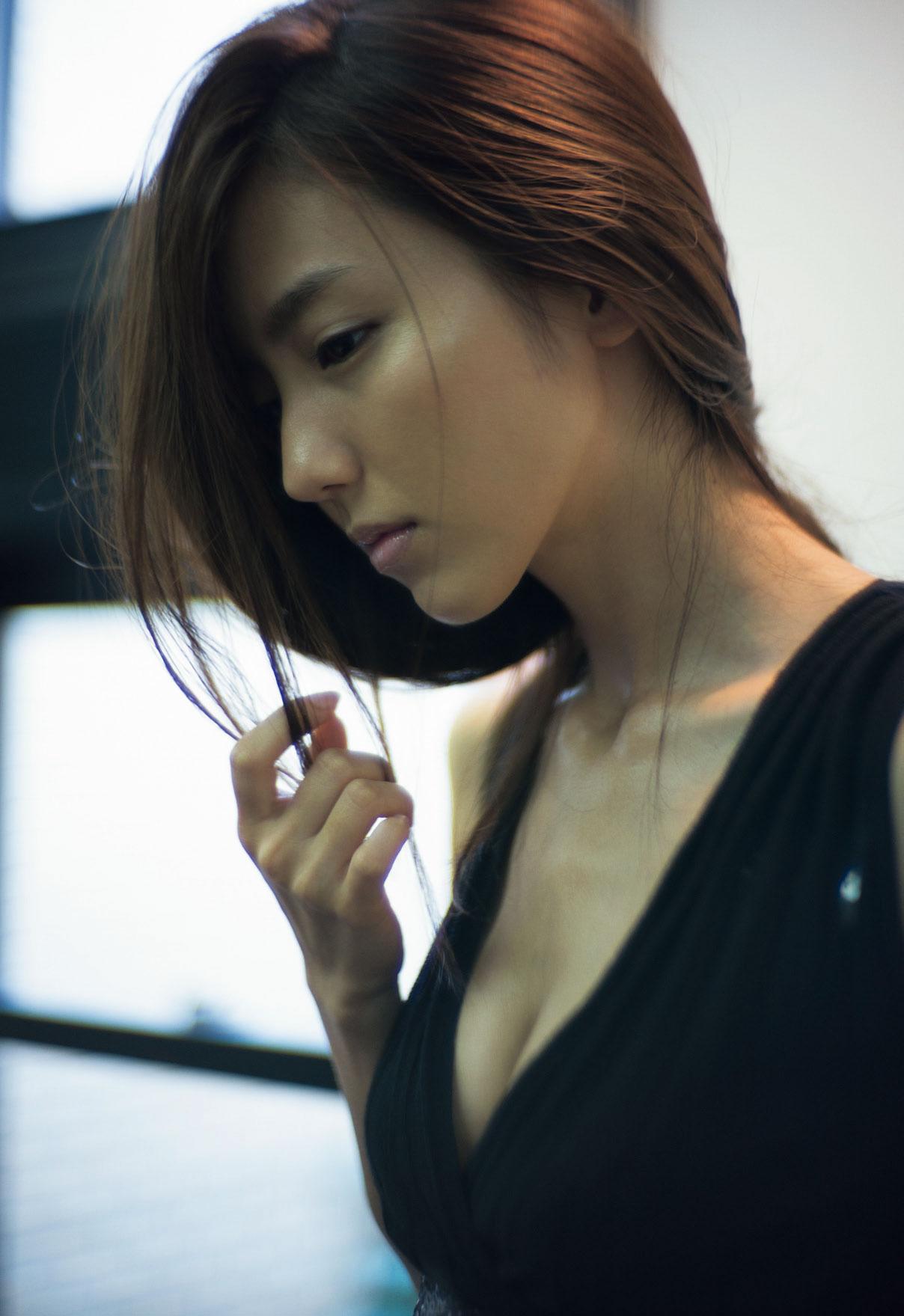 ヘアスタイルが素敵な真野恵里菜さん