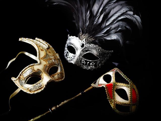 大晦日は妖艶でゴージャスな大人の仮面舞踏会を!貴族気分で ...